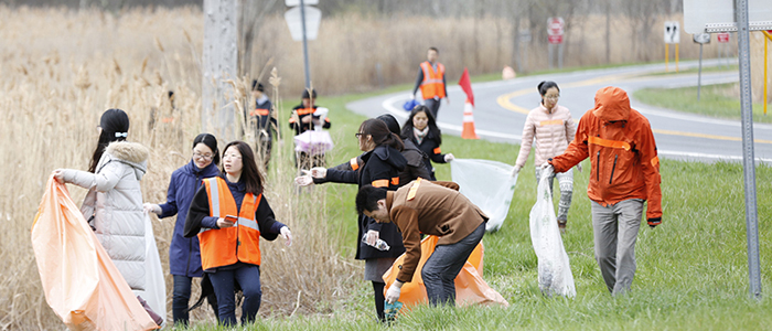 Dozens of Students Volunteer in Town Clean-up Activities on Earth Day